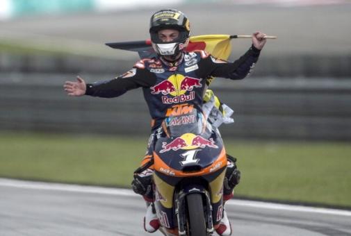 Sandro-Cortese-Moto3-campione-del-mondo-Malesia.jpg