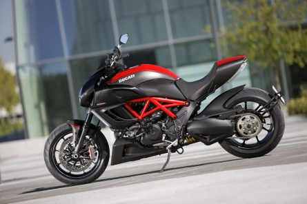 36_Diavel_Carbon.jpg